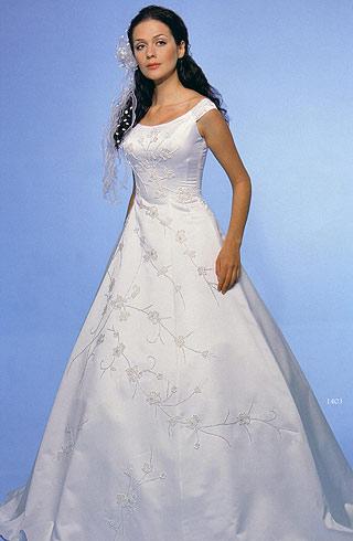 rochie simpla din satin cu aplicatii florale brodate