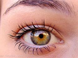 Mascara mai veche de 6 luni provoaca leziuni oculare