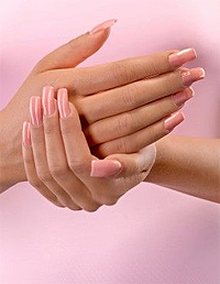 De ce purtam unghii false?