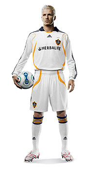 adidas dezvaluie noul echipament LA Galaxy