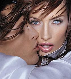 Noul Liquid Kiss de la Astor - pentru buze numai bune de sarutat!
