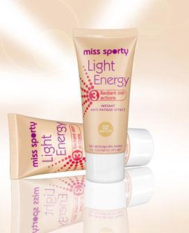 Straluceste cu noul fond de ten Light Energy de la Miss Sporty!