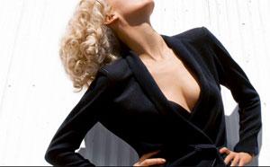 YSL renunta la hainele extravagante