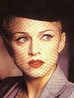 Madonna promoveaza casa Versace