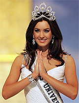 O bruneta cu ochi albastri este Miss Univers 2005