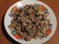 Sote de fasole păstăi cu ciuperci